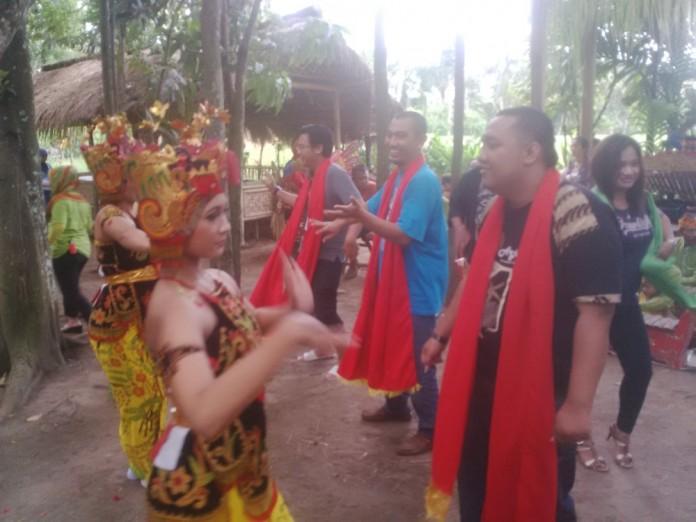 Wisata Seni dan Budaya Bernuansa Alam di Desa Kemiren